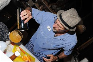 Grady mixes his winning drink at Hukilau 2010