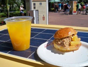 Kalua Pork Slider with Sweet and Sour Dole Pineapple Chutney and Spicy Mayonnaise, along with the Seven Tiki Mai Tai from Hawaii. (Photo by Hurricane Hayward)