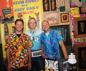 Kevin Kidney (left) with Jody Daily (right) and Miami gallery owner Harold Golen during the art show at Hukilau 2011 in Fort Lauderdale. (Photo by Go11Media.com)