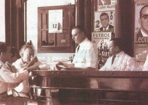 Ernest Hemingway at El Florida with bartender Constantino Ribalaigua.