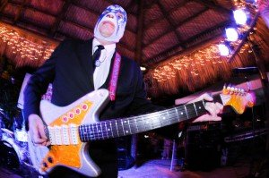 Danny Amis and Los Straitjackets perform at Hukilau 2009