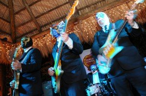 Los Straitjackets perform at Hukilau 2009