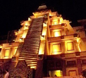 Mexico&#039;s pyramid building emulates an Aztec temple.