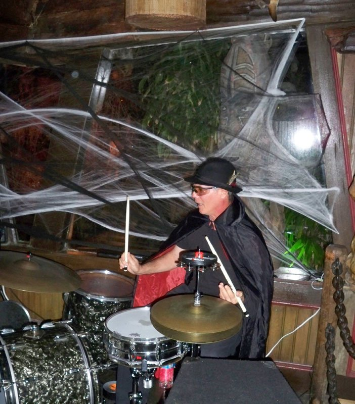 Drummer Scott Hanin of Slip and the Spinouts keeps the beat. (Atomic Grog photo)