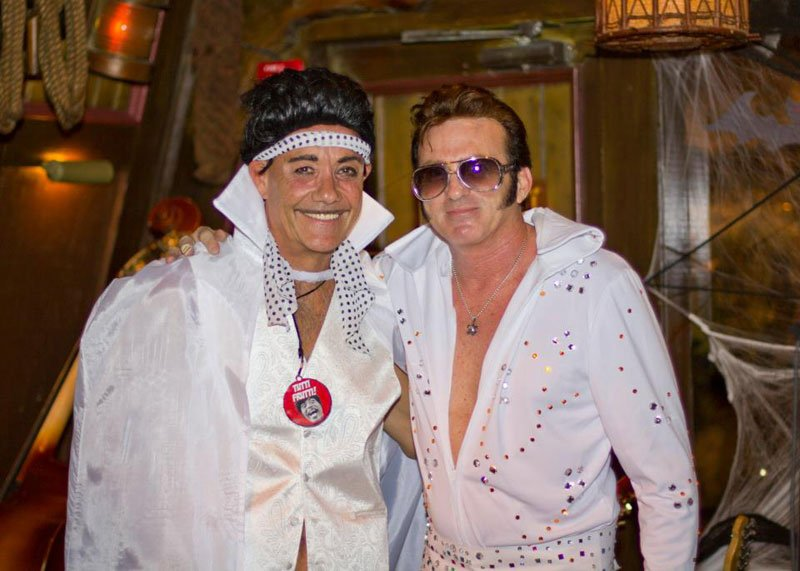 Little Richard (aka Mike Jones) drops by to share jumpsuit tips with Elvis (aka Slip Mahoney). (Photo by DBNMagazine.com)