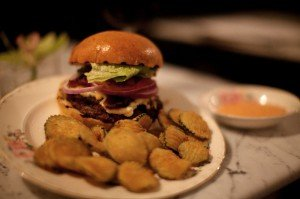 Hullabaloo Burger with zucchini chips