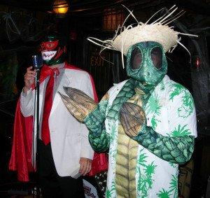 Costume contest runner-up the Sleestak is introduced by host Kern Mattei El Grande