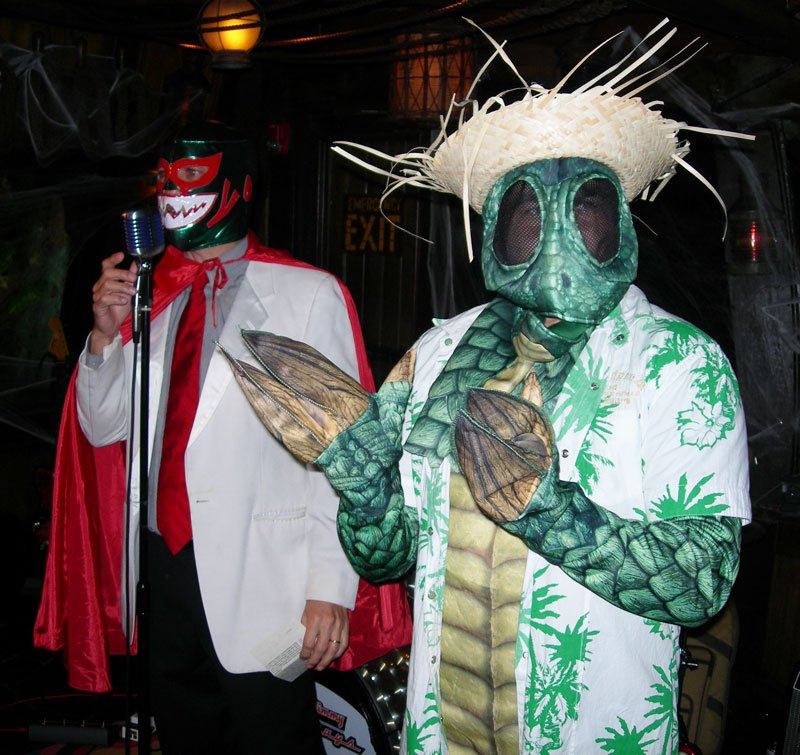 Costume contest runner-up the Sleestak is introduced by host Kern Mattei El Grande