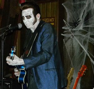 Elvis back from the grave? Nope, it's Slip Mahoney and the Spinouts at Hulaween 2014