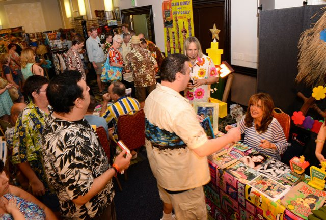 The Dawn Wells autograph session attracted a long line of fans at the Harold Golen Gallery booth. (Photo by Go11Events.com)