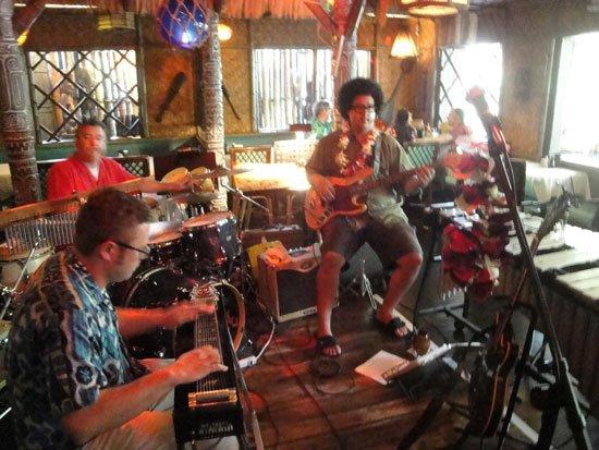 Georgia's Kinky Waikiki brings its loungy Hawaiian sounds to The Mai-Kai's Tahiti dining room. (Atomic Grog photo)