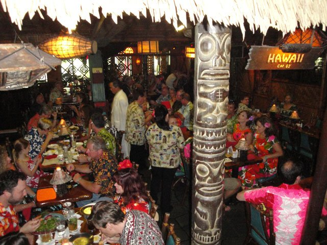 The dining rooms fill up for the sold-out first dinner seating. (Atomic Grog photo)