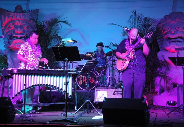 The Alika Lyman Group closed their show by performing a tribute to the late Robert Drasnin, the exotica pioneer who passed away in May. (Atomic Grog photo)