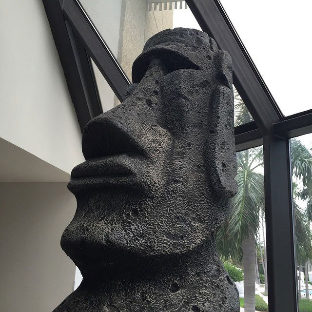 The moai were placed in the lobby with care.