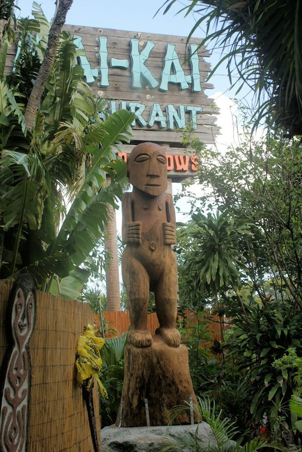 Hiroa Nui was installed in The Mai-Kai's outdoor Tiki garden on Dec. 26. (Photo by Will Anders)
