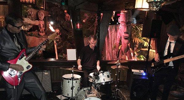 Skinny Jimmy Stingray performs in The Molokai bar at The Mai-Kai during The Hukilau 2017. (Atomic Grog photo)