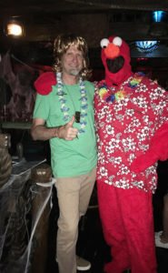 With no sign of Scooby-Doo, Shaggy finds another pal (Tiki Me Elmo) to hang out with.